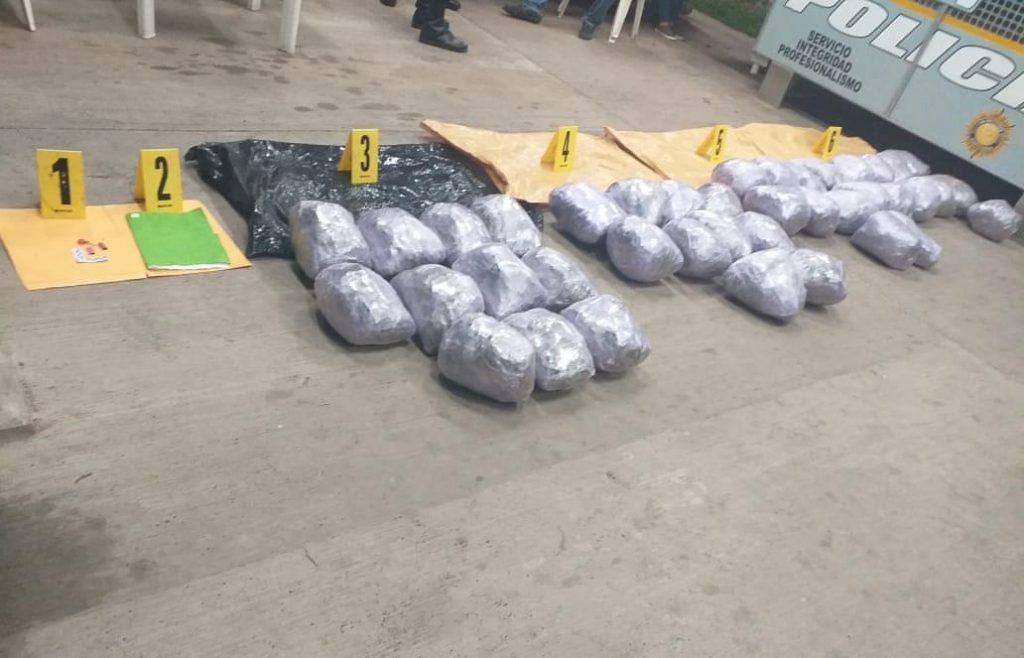 Capturan a una persona que transportaba 40 paquetes de marihuana