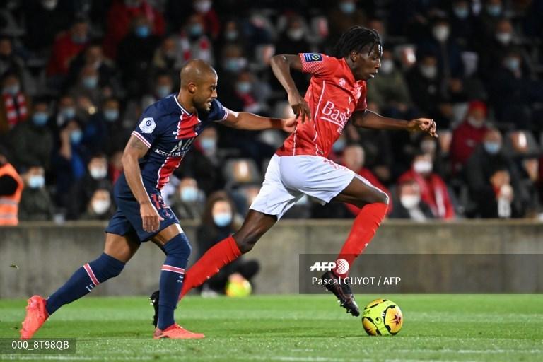 Liderado por Mbappé, París SG golea 4-0 al Nimes y ya es líder de la Ligue 1