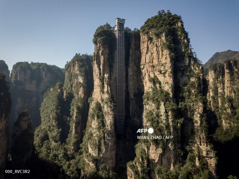 """El mayor ascensor del mundo está en China y tiene vistas a los paisajes de """"Avatar"""""""