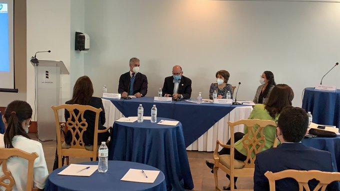 La Comisión Presidencial de Atención a la Emergencia del Covid-19 (Coprecovid), junto al Ministerio de Salud y de Educación, realizó un foro para dar a conocer la Estrategia Nacional para el retorno seguro a clases en 2021.